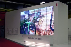 emmegi-gallery-videowall-36-monitor-fiera