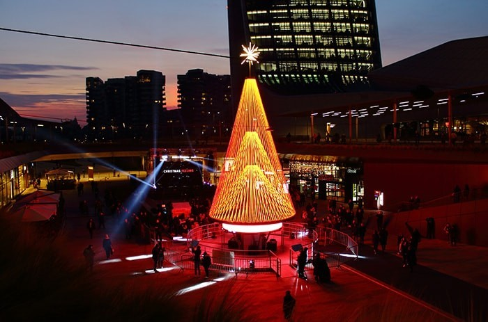 Con Huawei un albero di Natale a intelligenza artificiale 2.emmegi huawei strip led city life milano min